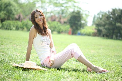 1704白色套头衫+2704粉色七分裤